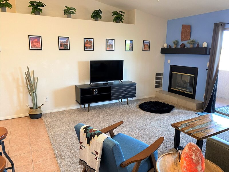 Just Listed! Beautiful & Modern Condo With Views! Community Pool & Hot Tub! Casa, holiday rental in Jerome