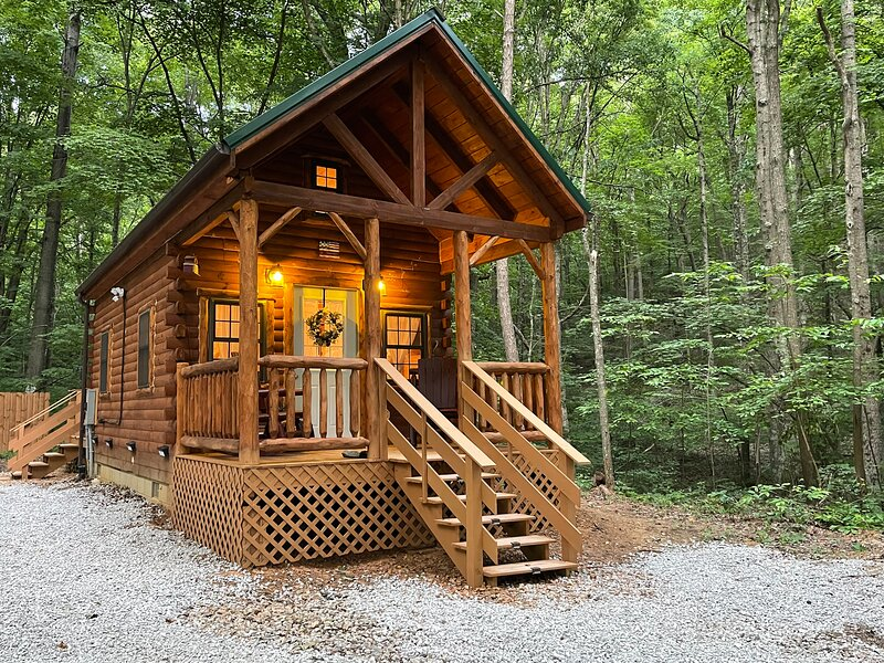 Beautiful Studio Cabin with pond and walking trail, holiday rental in Logan