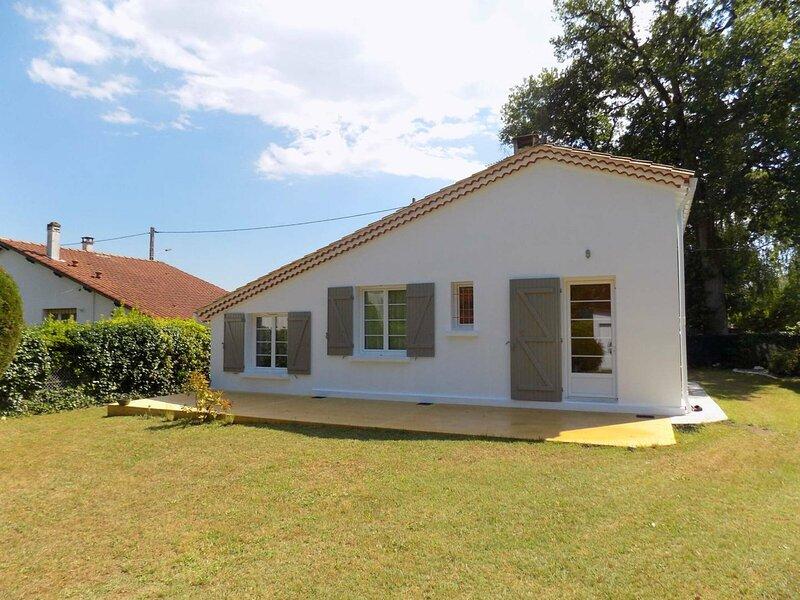 SAINT PALAIS SUR MER - ADORABLE MAISON POUR DES VACANCES REPOSANTES, holiday rental in Saint-Augustin