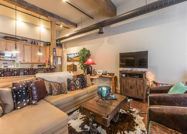 Luxury Loft in  Downtown Ouray - Overlooking Main Street - w/Air Conditioning, location de vacances à Ouray