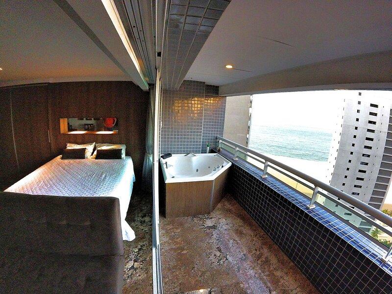 Incrível Duplex com jacuzzi na varanda e linda vista mar, holiday rental in Fortaleza