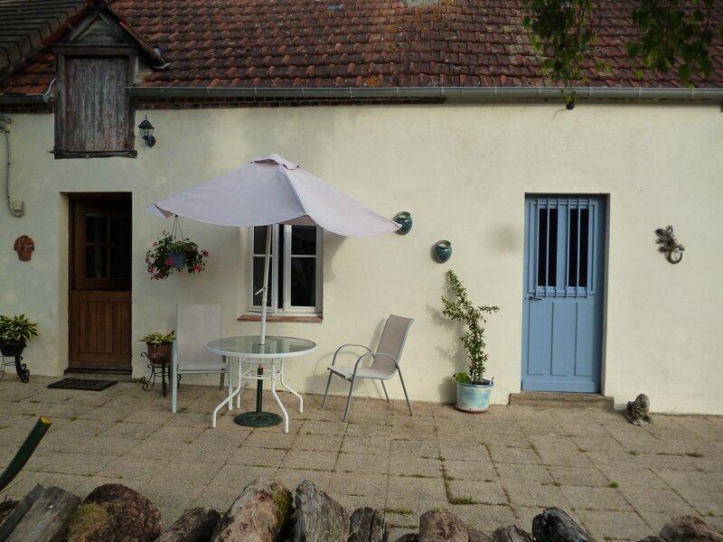 Les Fragnons, Country Cottage for 2 in peaceful, quiet, beautiful, countryside., location de vacances à Saint-Pierre-les-Bois