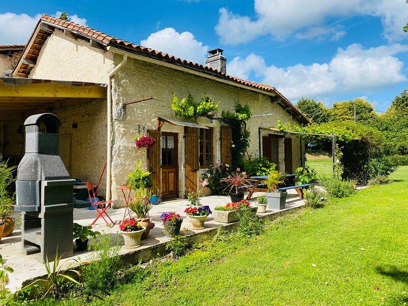 Le Pras Cottage, holiday rental in Montmoreau-Saint-Cybard
