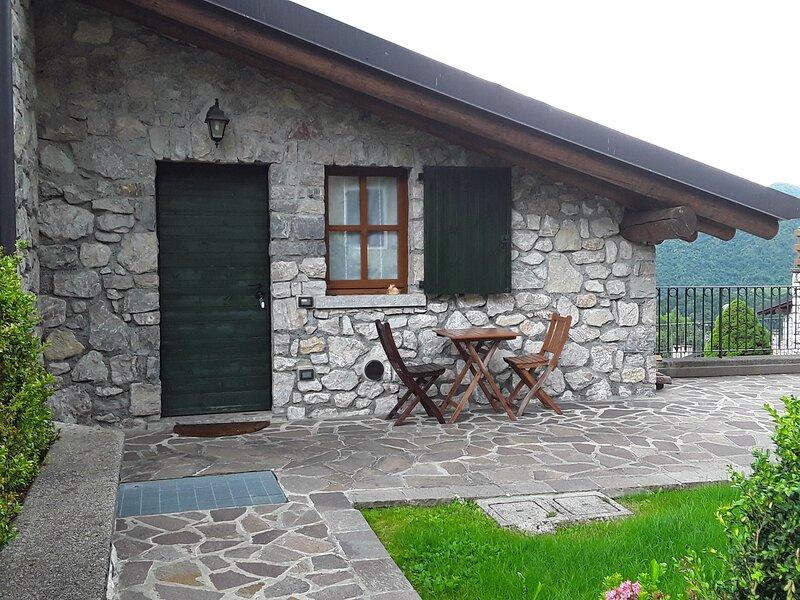 Mini villino open space in montagna per due persone, casa vacanza a Aviatico