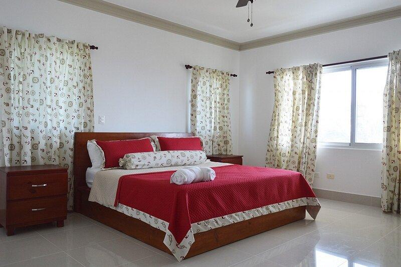 Top-floor oceanfront 3BD penthouse, guest-friendly, low down payment, holiday rental in Gaspar Hernandez
