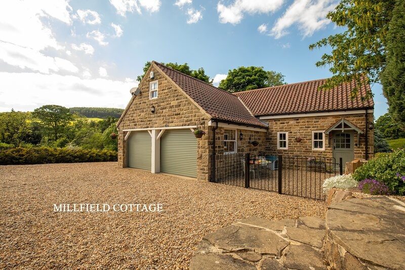 MILLFIELD COTTAGE, holiday rental in Swainby