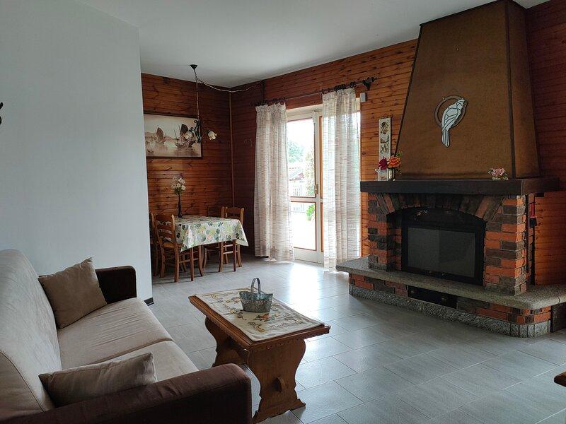 Amazing apartment with garden, casa vacanza a Agrate Conturbia