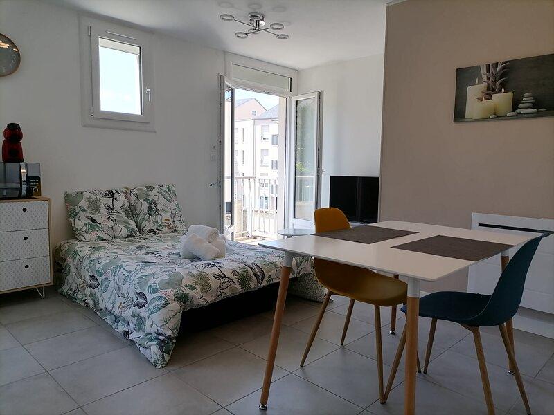 Studio Cosy dans résidence privée, holiday rental in Monce-en-belin