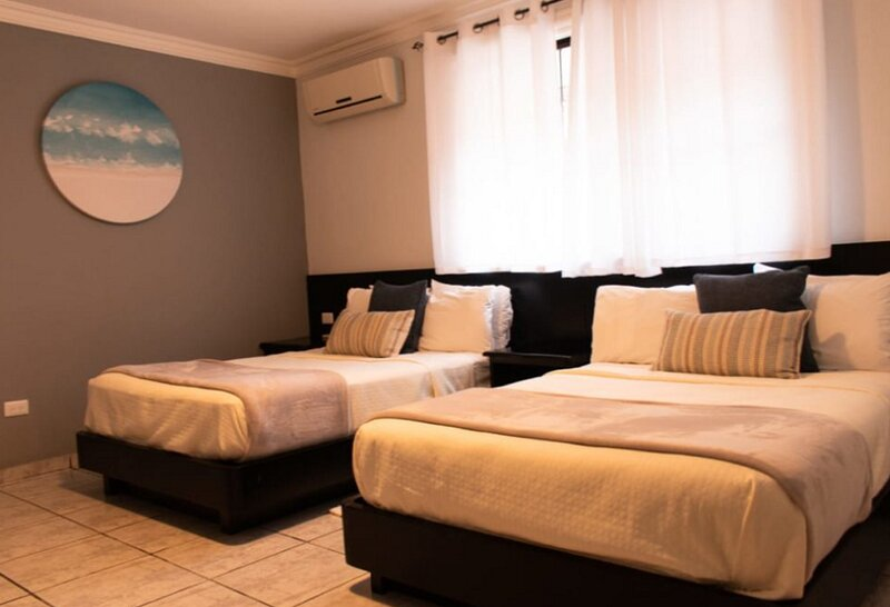 1BD Cabarete condo on surfing beach, Internet/Pool/Netflix, location de vacances à Gaspar Hernandez