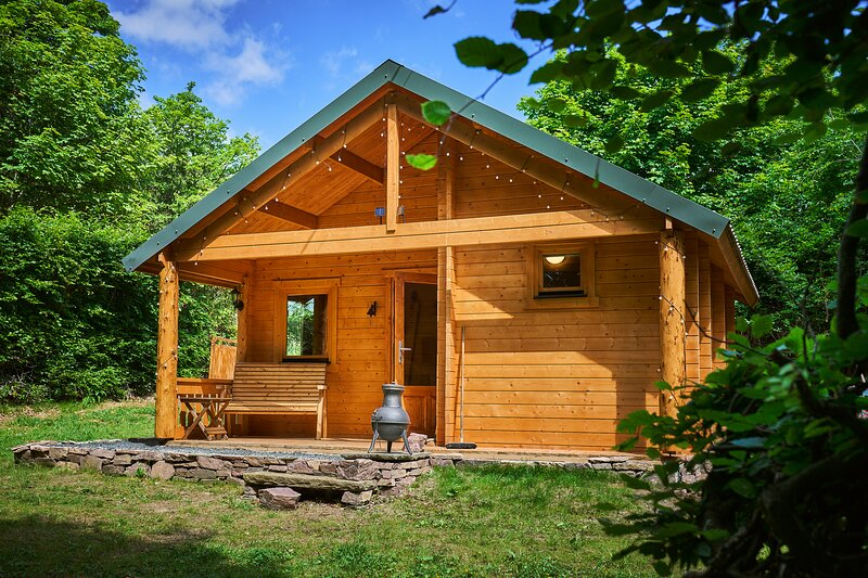 Romantic, lochside log cabin for two, Lintrathen,Scotland, holiday rental in Blairgowrie