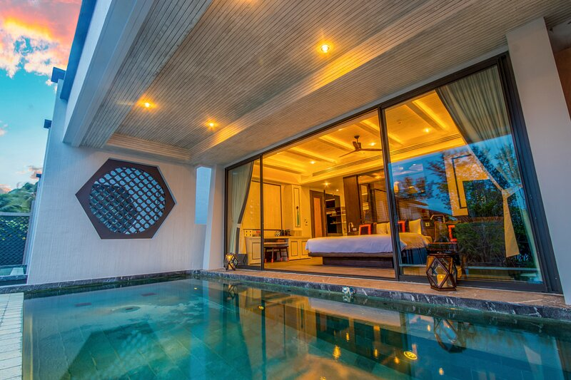 Hat Yai Villa Sleeps 2 with Pool and Air Con - 5806894, holiday rental in Takua Thung