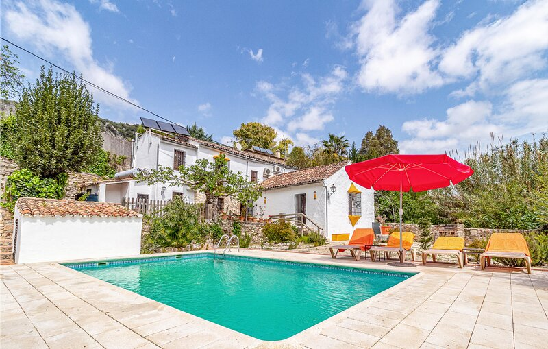 Nice home in Benaoján with Outdoor swimming pool, WiFi and 3 Bedrooms (EAC547), holiday rental in Benaojan