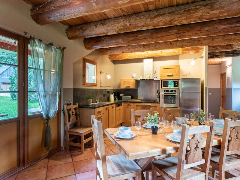 LOCATION MAISON AVEC CHEMINEE/10 PERSONNES  PROCHE ST LARY/PIAU ENGALY, holiday rental in Bielsa