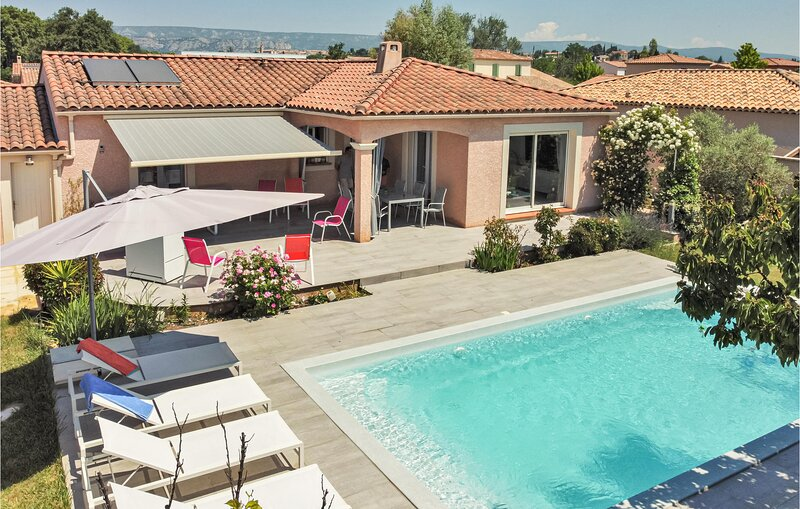Amazing home in Mallemort with Outdoor swimming pool, WiFi and 3 Bedrooms (FPB42 – semesterbostad i Porquerolles Island