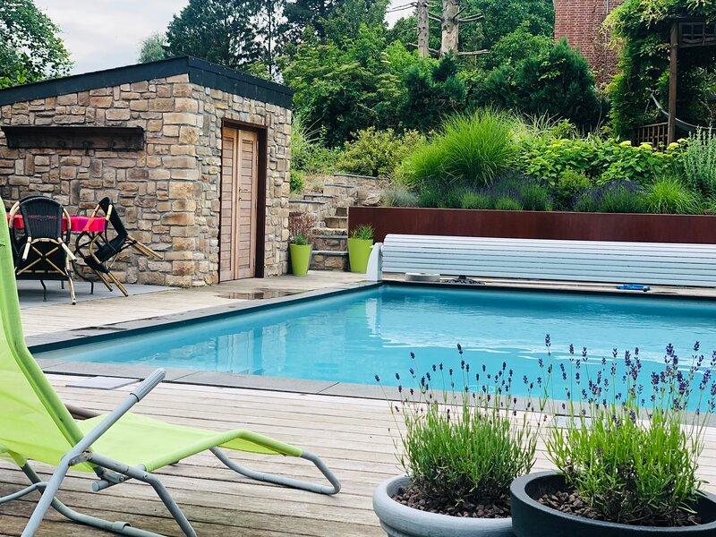 Maison de caractère 7 personnes avec piscine, holiday rental in Vierset-Barse