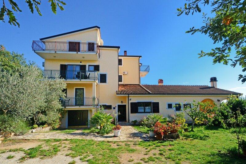 Apartments Albina Valiza, holiday rental in Kanegra