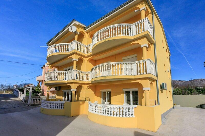Apartments KULAS, holiday rental in Novi Vinodolski