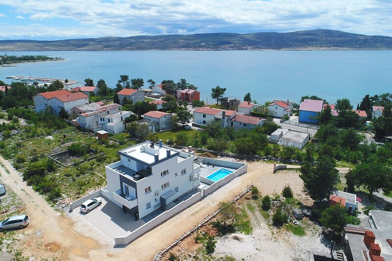Apartments Villa Silver, holiday rental in Seline