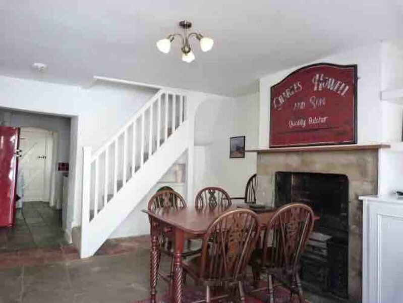 Charming Grade II listed 3-storey Old Butcher's House in the centre of Monmouth, vacation rental in Monmouthshire