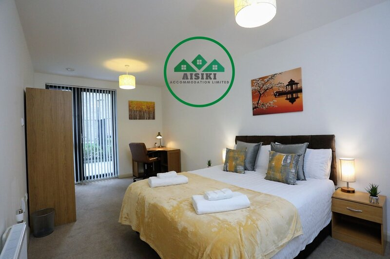 Modern & Spacious Ground FL 2Bed/ 2Bath Apartment with Free Parking Free WIFI, alquiler vacacional en Harrow