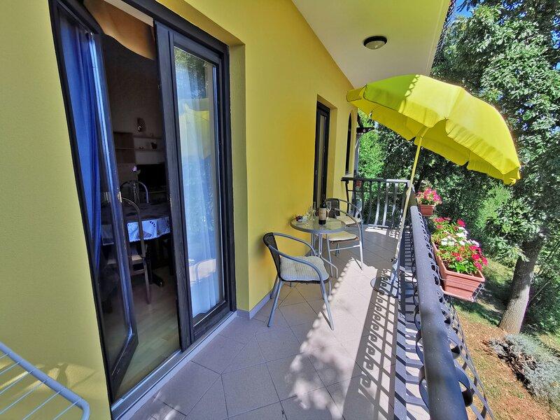 Apartment Delost, holiday rental in Dobrec