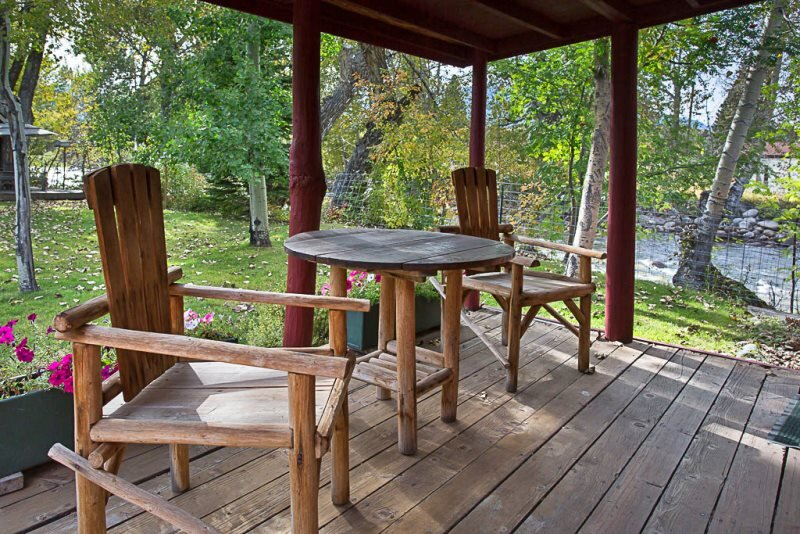 Cowboy Cabin  Creekside Cabin with Wi-Fi and is Dog-Friendly, holiday rental in Clark