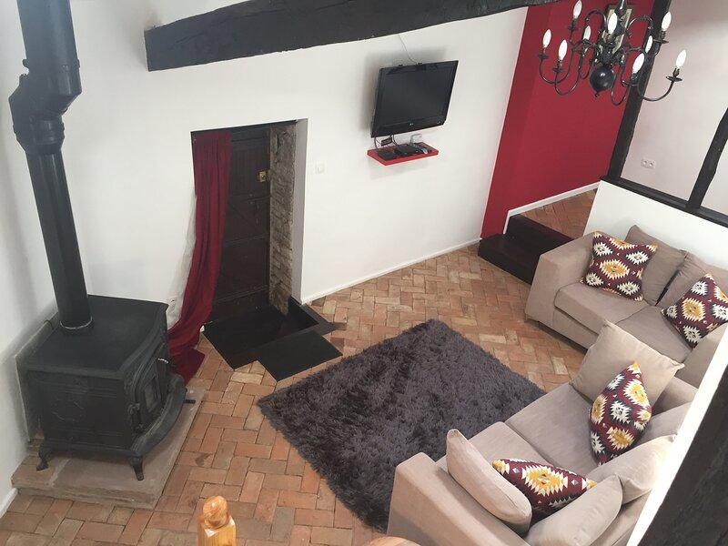 The Two Vines, 2 bed house in Chez Ravard, location de vacances à Nieuil