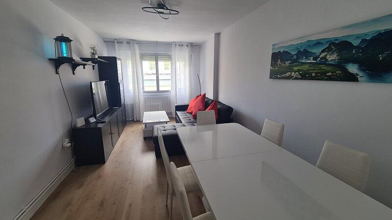 Esta casa está situada en una zona tranquila, en pleno centro de San Vicente de, vacation rental in San Vicente de la Barquera