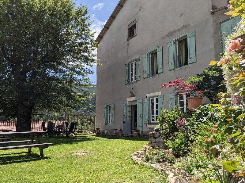 Maison d'hôtes avec chambres spacieuses au plein nature et l'histoire Cathare !, holiday rental in Belcaire