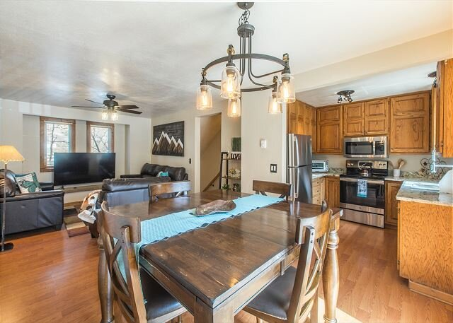 New Listing! Newly Remodeled Townhome - Near Hot Springs Pool - Pet Friendly!, location de vacances à Ouray