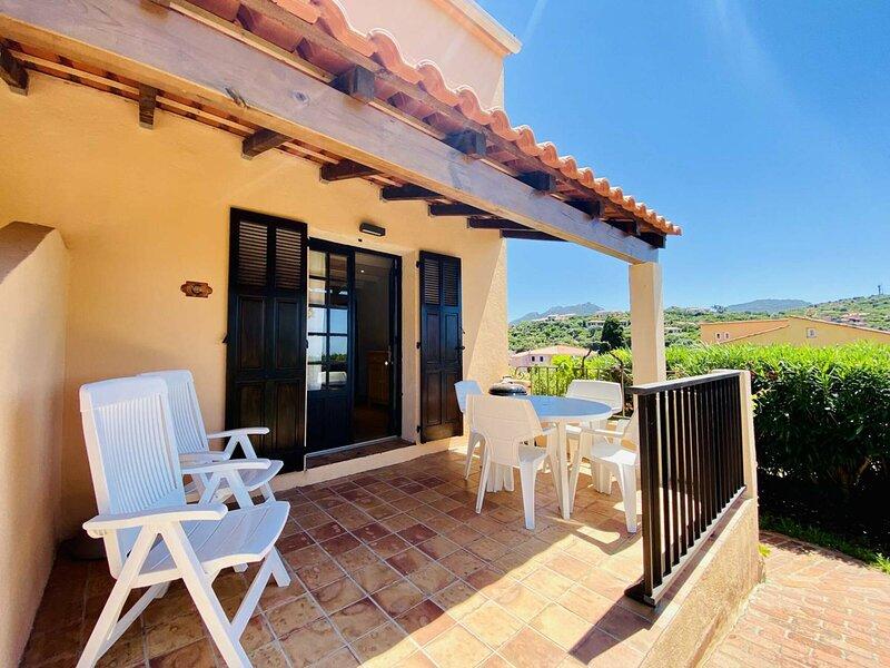 Duplex vue mer dans résidence avec piscine C, location de vacances à Viggianello