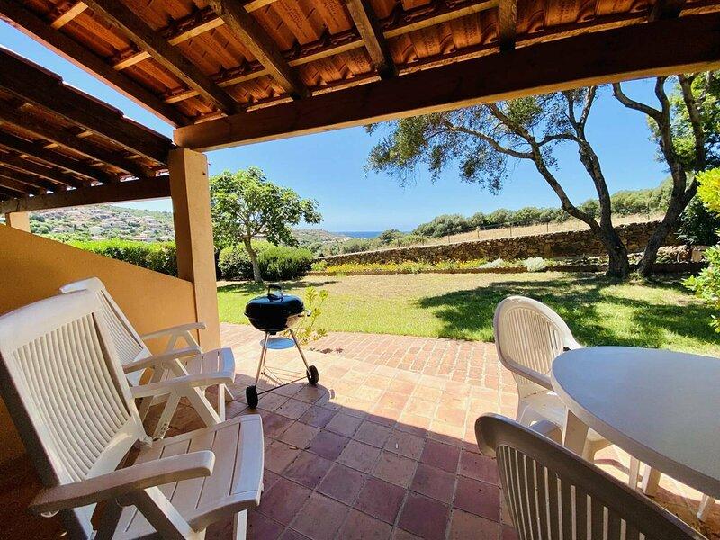 Duplex vue mer dans résidence avec piscine E, location de vacances à Viggianello
