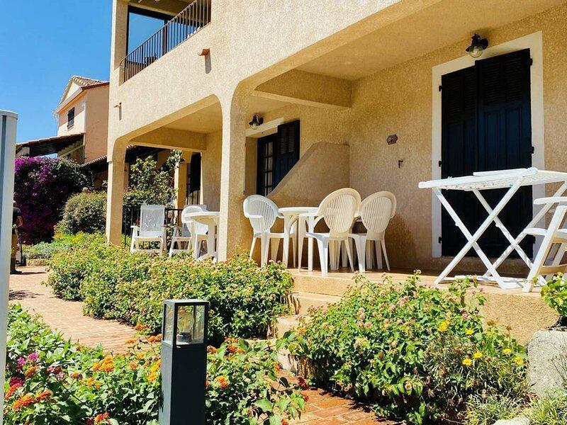 Appartement vue mer et piscine F, location de vacances à Viggianello