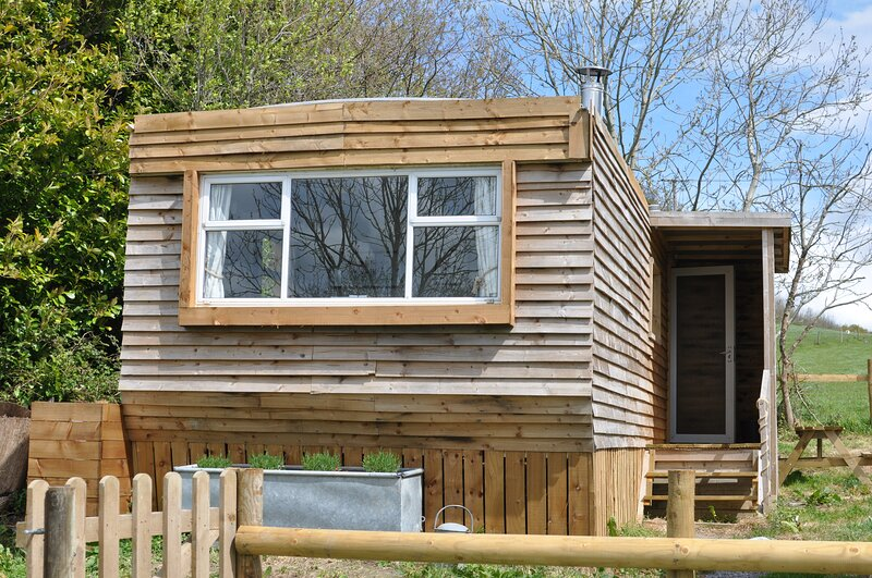 Cosy and naturistic Lodge at Goldhill Glamping, UK, holiday rental in Fontmell Magna