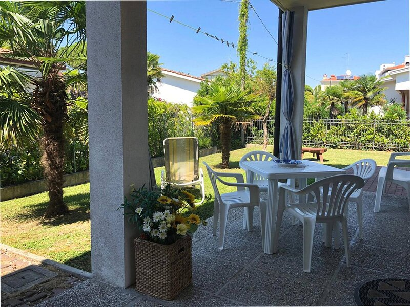 Beautiful villa with garden for 6 people, location de vacances à Porto Santa Margherita