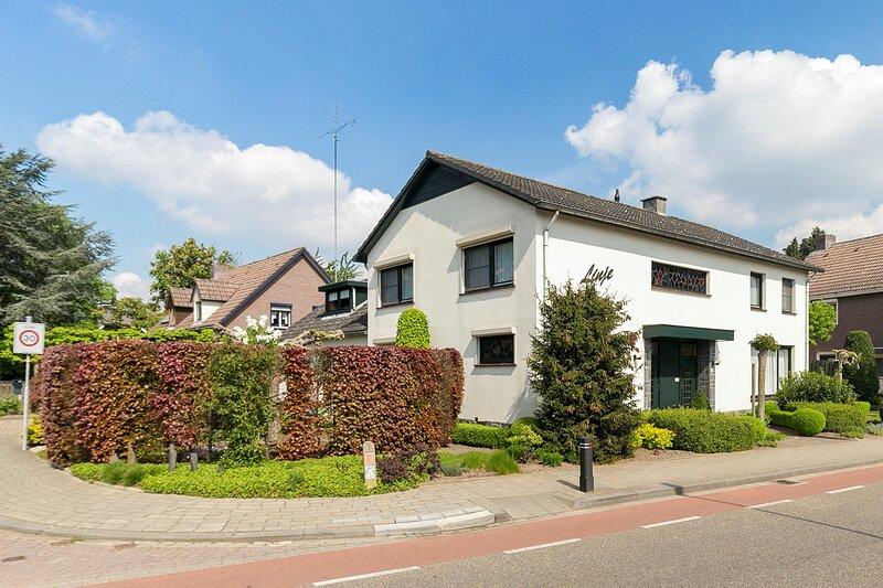 Verblijf in een zeer ruime kamer en geniet van het heerlijk uitgebreid ontbijt!, alquiler de vacaciones en Roermond