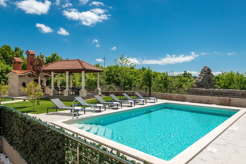 Villa Miam-Four Bedroom Villa with Private Pool, holiday rental in Livno
