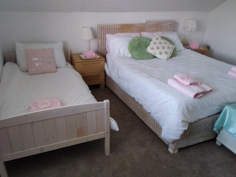 Affordable luxury, Felpham village, En-suite room, own entrance, sleeps 2/3, location de vacances à Aldwick