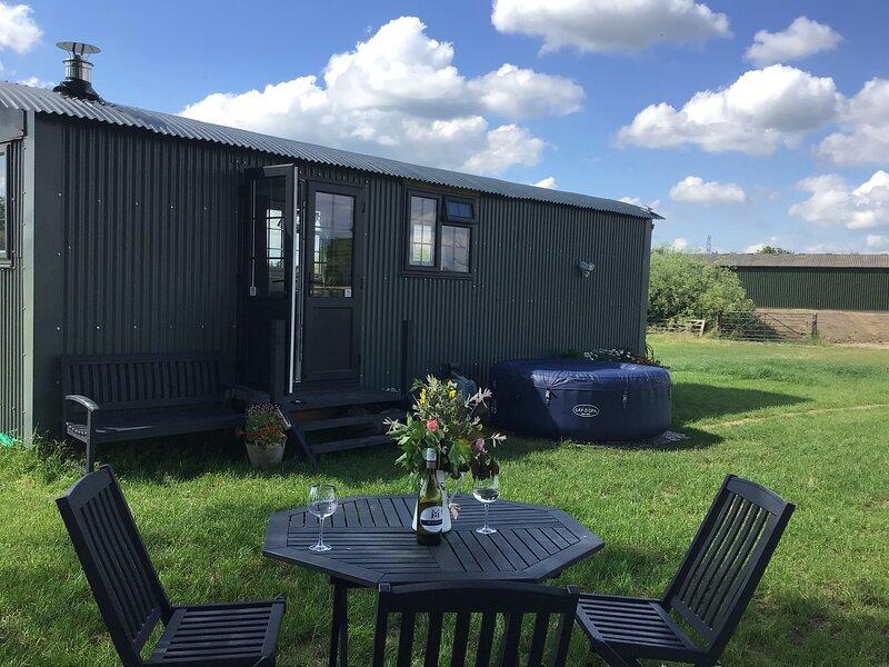 Willowbank Wine Down.      Tranquil Shepherds Hut – semesterbostad i Dogmersfield