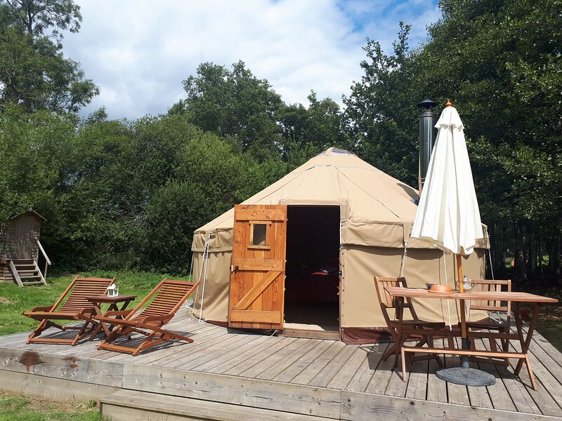 Luxury Yurt Retreat in Sussex Countryside, vacation rental in Ripe