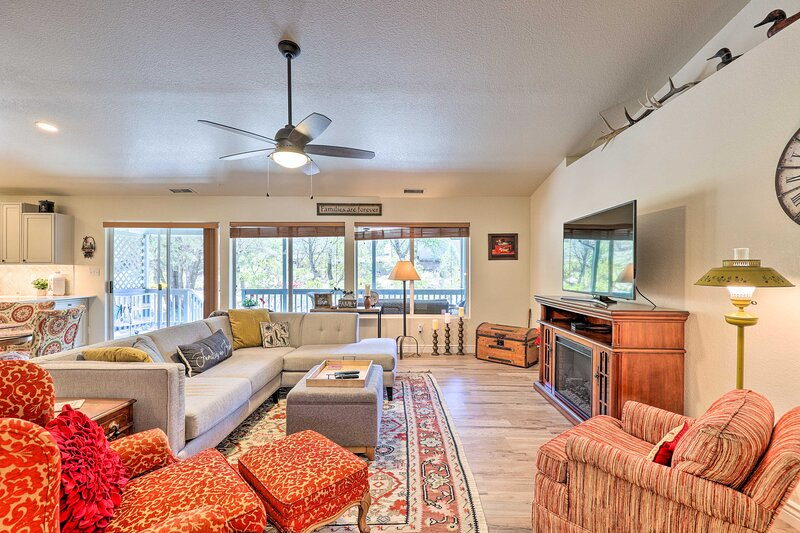 NEW! Updated Payson Residence w/ Porch & Privacy!, location de vacances à Payson