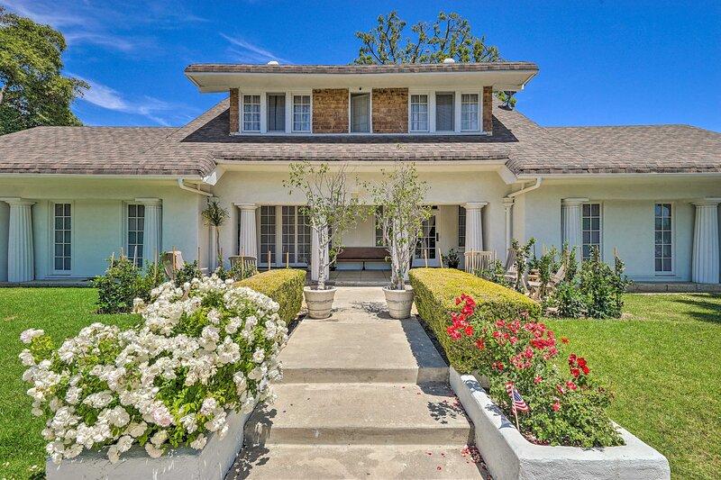NEW! Elegant, Historical Santa Ana Home w/ Gardens, holiday rental in Tustin