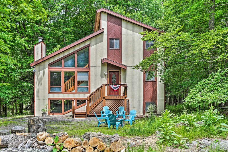 'The Hideout' - Lake Ariel Cottage Near Ski Slope!, holiday rental in South Canaan
