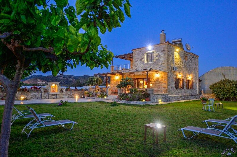30mt to the Beach★Stone villa★ Sea View, aluguéis de temporada em Drapanias