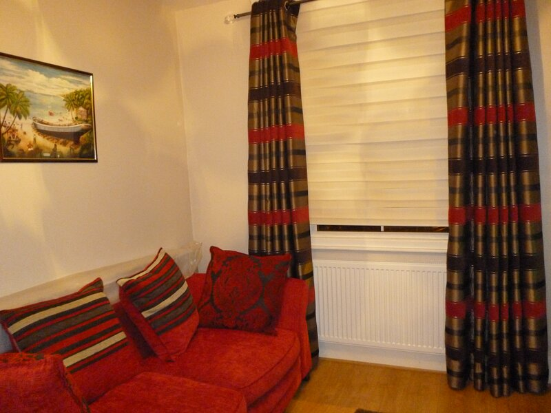 3 Bedroom House with garden, location de vacances à Isleworth