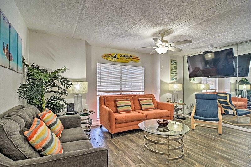 NEW! Modern St Pete Beach Condo w/ Community Pool!, holiday rental in South Pasadena
