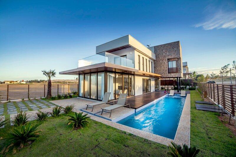 Spectacular Luxury Villa - CEA021, holiday rental in Flecheiras