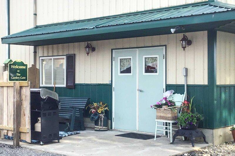 NEW! Cozy Dairy Farm Studio, 14 Mi to Shipshewana, aluguéis de temporada em Middlebury