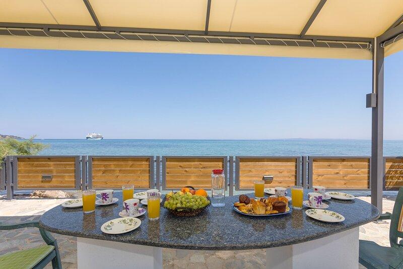 2 Bedroom Sea View Apartment - Drosia Apartments, location de vacances à Argassi
