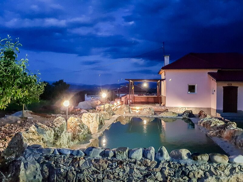 Secluded Wine Chateau With Fireplace And Pool, holiday rental in Kovachevitsa